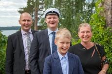 Onnellinen Ylioppilas perheineen (2016)